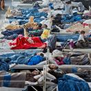 Migrantov budem vracať na hraniciach, hrozí Seehofer. Situácia v Nemecku sa vyhrocuje