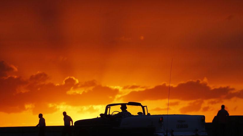 Kuba, západ slnka, večer, červená obloha, mraky,