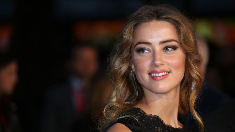 Herečka Amber Heard na premiére filmu Black...