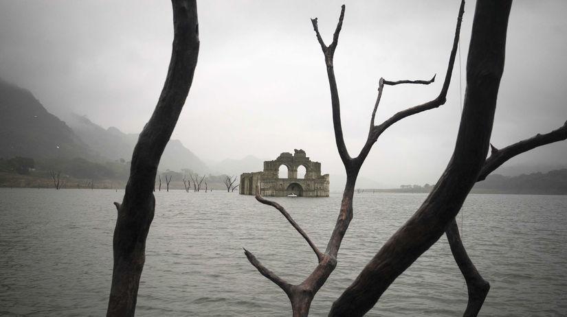 Mexiko, zaplavenbý chrám, jazero, rezervoár...