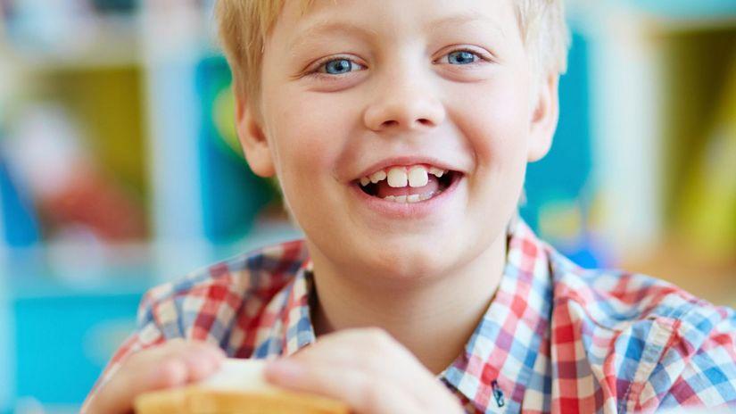 chlapec, žiak, školák, raňajky, desiata,...