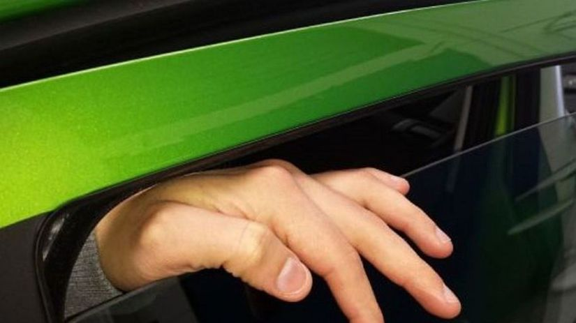 ADAC -ochrana proti privretiu prstov
