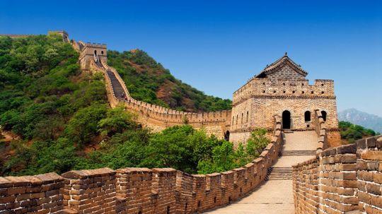 Opravujú Veľký čínsky múr. S oslami a vápnom, jeden kameň ukladajú 45 minút
