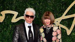 Dizajnér Karl Lagerfeld a šéfredaktorka magazínu Vogue Anna Wintour.