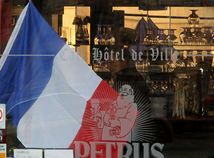 Francúzsko, Paríž, tryzna, vlajka