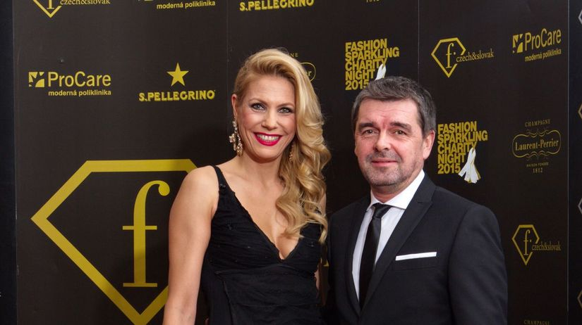Moderátor Peter Kočiš a jeho manželka Nela...