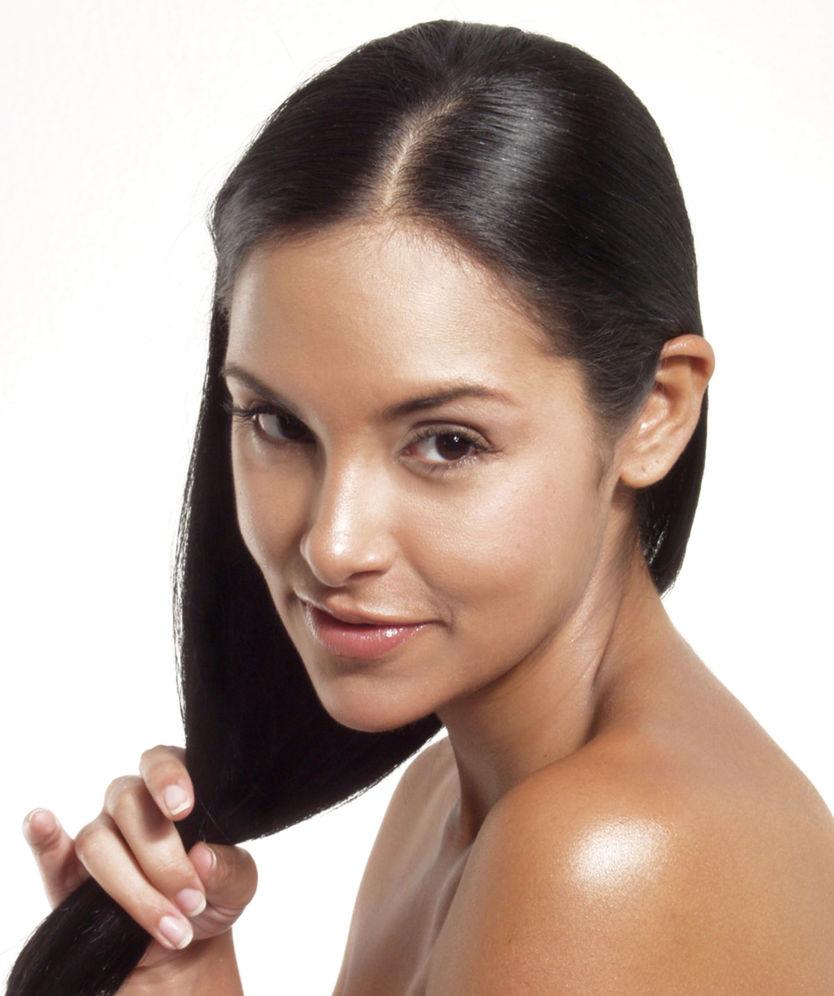 Ako správne naniesť olej na vlasy a kedy pomôže  - Krása a móda ... c1d1661eb8a