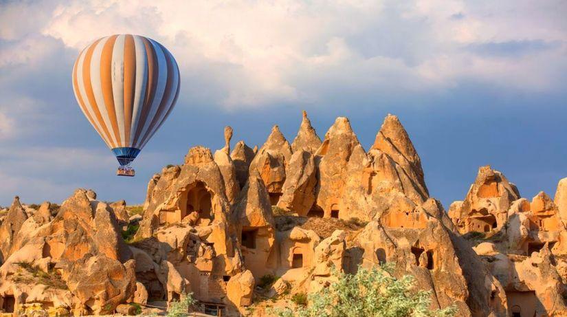 Kapadócia, skalné domy, Turecko, teplovzušný...