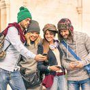 mobil, tablet, internet, telefón, cestovanie, cestovatelia, mladí ľudia, turisti, hudba, internet, Facebook, Instagram, sociálne siete, sieť, mládež,