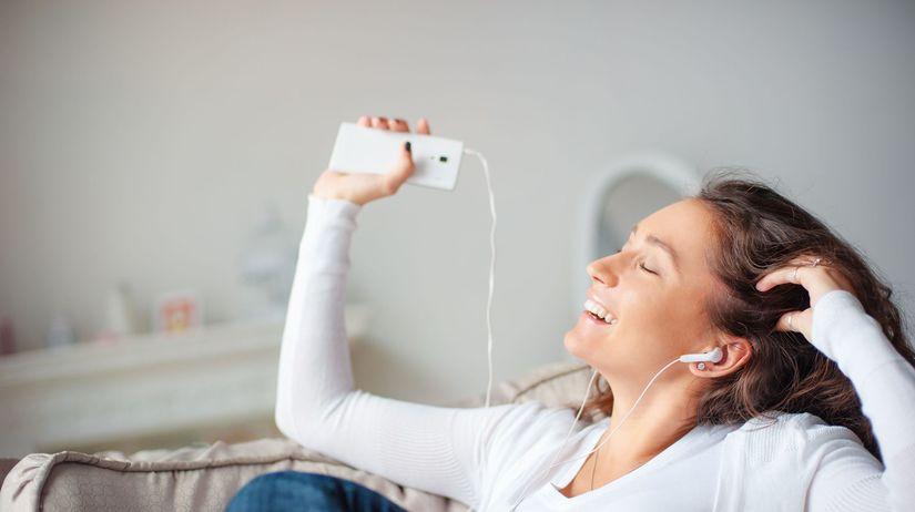 hudba, žena, počúvanie hudby, slúchatká