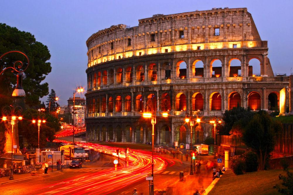 Rím, Koloseum, Taliansko, ulica, večer,