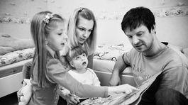 Rodina Skalských s oboma dcérkami Kristínkou aj staršou Barborkou.