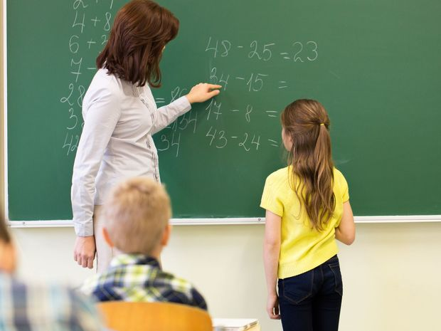 škola, žiak, učiteľ, tabuľa, matematika, príklad, hodina, vyučovanie