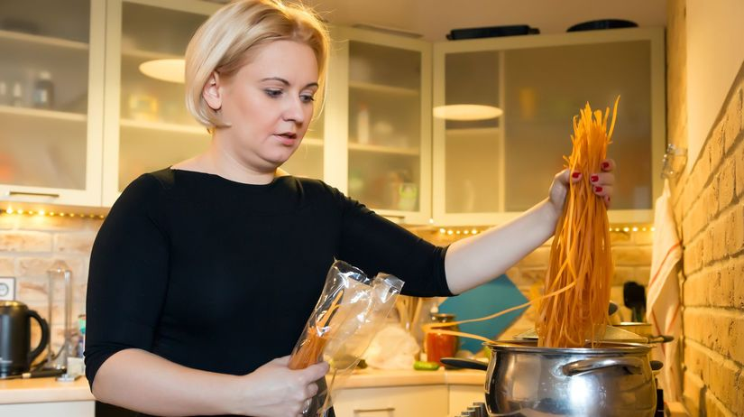 plyn, varenie, hrniec, špagety, jedlo, žena,...