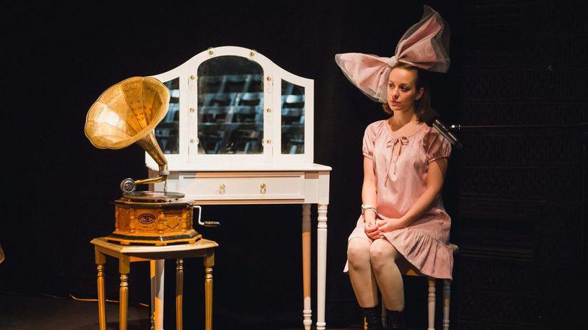 Tieňové divadlo pani Ofélie uvádza Bábkové...