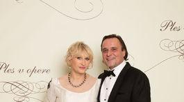 Herec Jozef Vajda a jeho partnerka.