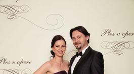 Herec Lukáš Latinák s manželkou.