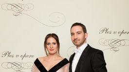 Podnikateľ Tomáš Stern a jeho manželka Diana Sternová (v šatách od Marcela Holubca).