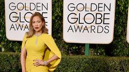 Herečka a speváčka Jennifer Lopez v kreácii Giambattista Valli.
