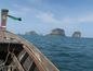 Na západnú aj východnú pláž Railay sa dá dostať len člnom.