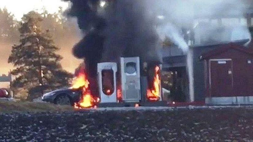 Tesla S - požiar