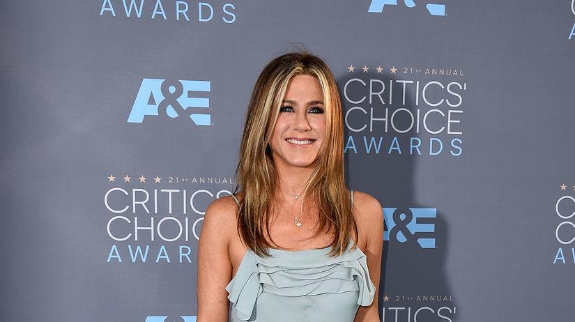 Herečka Jennifer Aniston si obliekla kreácii...