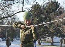 dobrovoľná vojenská služba, vojak, vojačka, prekážková dráha,