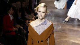 Christian Dior Haute Couture jar-leto 2016 v Paríži.