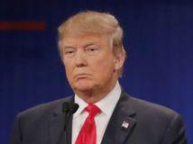 Ted Cruz (vpravo), Donald Trump (vľavo)