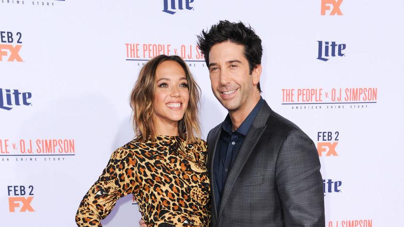 Herec David Schwimmer a jeho snúbenica Zoe...