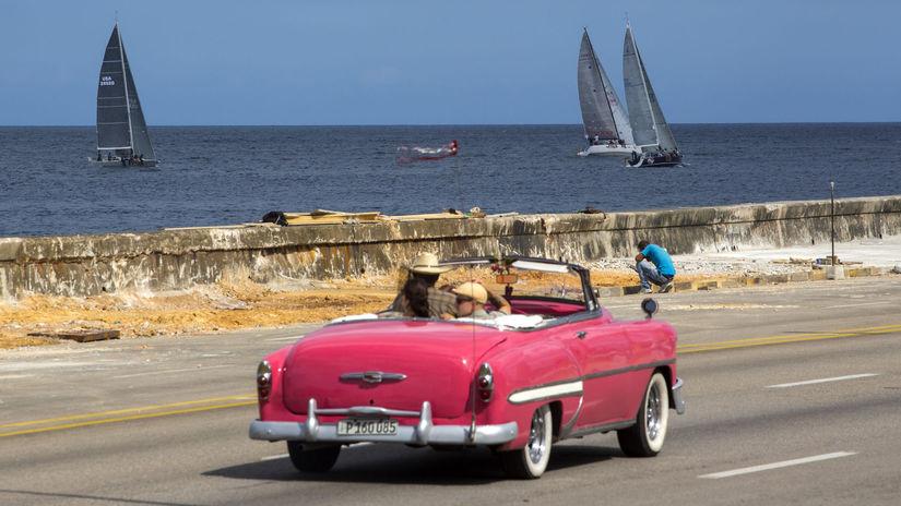Kuba, jachty, auto, ružový kadilak, kabriolet