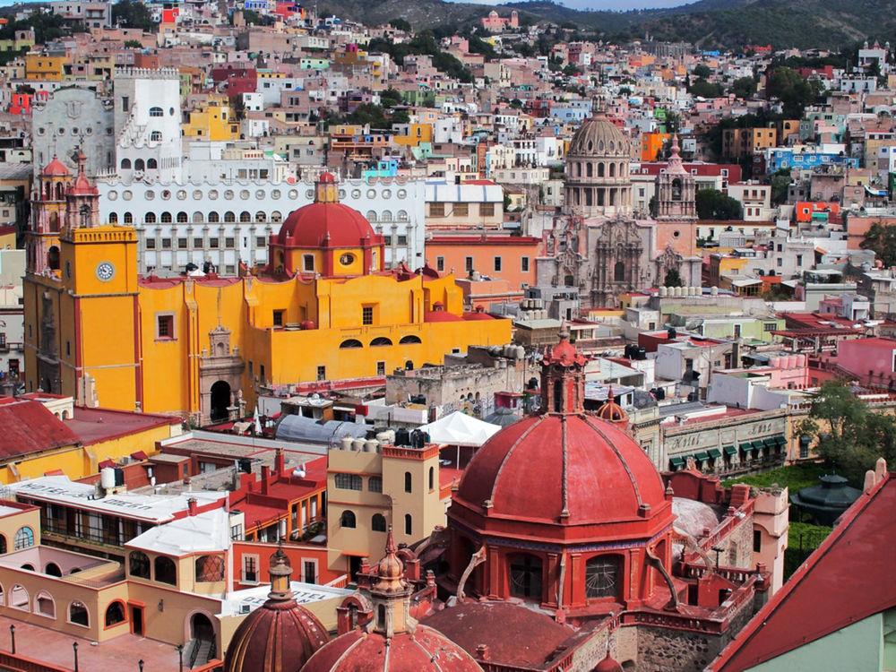 Guanajuato, Mexiko, Ulička bozkov, Callejon del Beso, mesto, Ana a Carlos, schody, domy, budovy