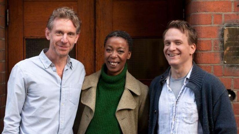 Jamie Parker ako Harry (vľavo), Paul Thornley...