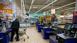 Tržby maloobchodu v marci klesli, po rokoch