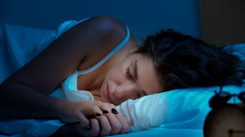 spánok, žena, spiaca žena, noc, posteľ, budík
