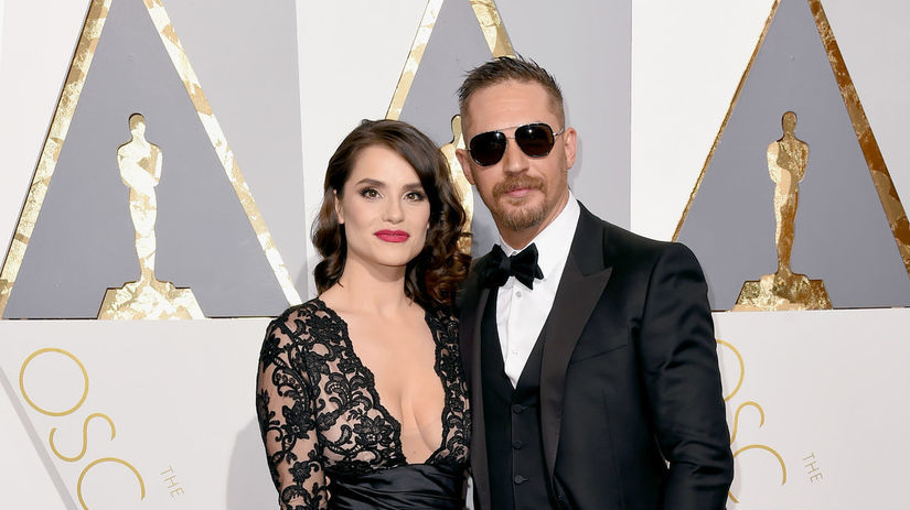 Herec Tom Hardy a jeho partnerka Charlotte Riley.