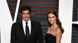 Iluzionista David Copperfield a jeho životná partnerka Chloe Gosselin.