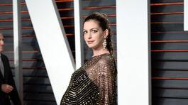Tehotná herečka Anne Hathaway.