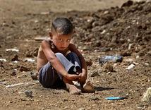 dieťa, utečenec, migrant, utrpenie, chlapček, chlapec, chudoba, bieda, utečenecký tábor,