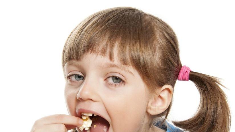 dieťa, popcorn, soľ