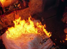 Burn, oheň, posteľ