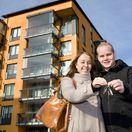 hypotéka, dom, kľúč, mladí ľudia, nové bývanie