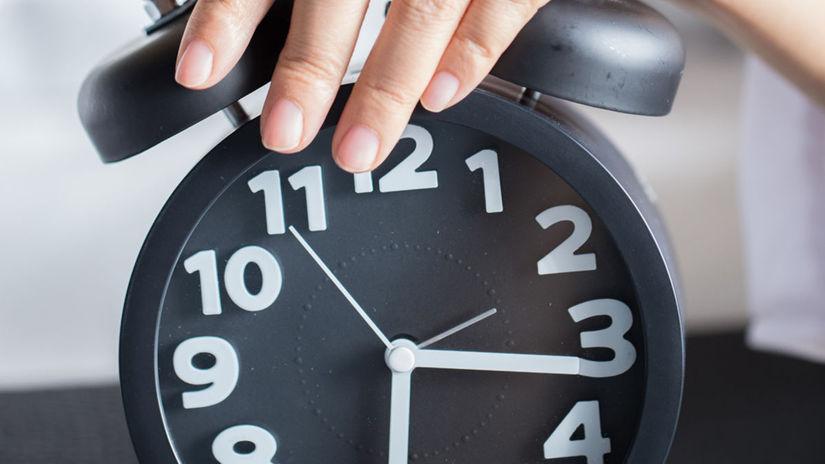 hodiny, hodinky, budík, vstávanie, posúvanie...