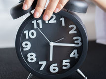 hodiny, hodinky, budík, vstávanie, posúvanie času, letný čas, zimný čas,