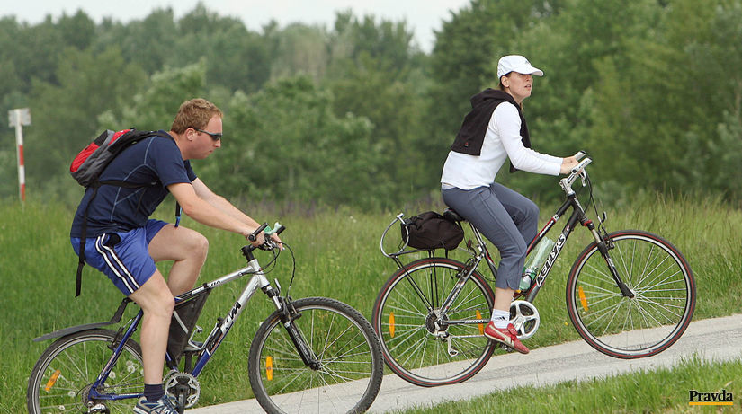bratislava , hrádza , cyklista ,...