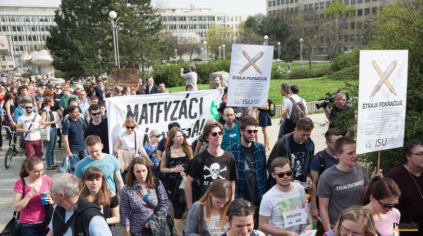 pochod, učitelia, protest