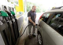 benzín, nafta, benzinka, pumpa, tankovanie, fotene so suhlasom