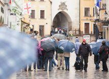 Slovensko zasiahnu lejaky, meteorológovia nevylučujú zatápanie pivníc či podchodov
