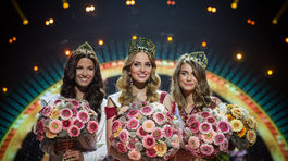 Prvá vicemiss Michaela Meňkyová z Nitry, Miss Slovensko 2016 Kristína Činčurová z Lučenca a druhá vicemiss Lenka Tekeljaková zo Žiliny počas finálového večera.