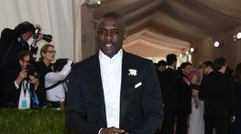 Spoluhostiteľom večera bol herec Idris Elba.